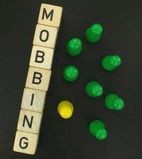 Im Bild erscheint das Wort Mobbing